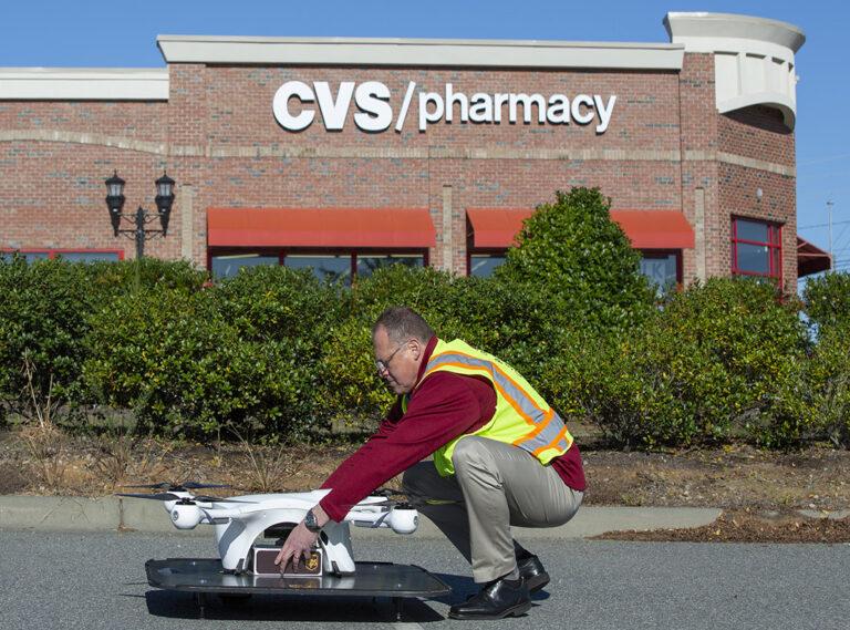 (UPS ve CVS emekliler için ilaç teslimatı yapıyor)